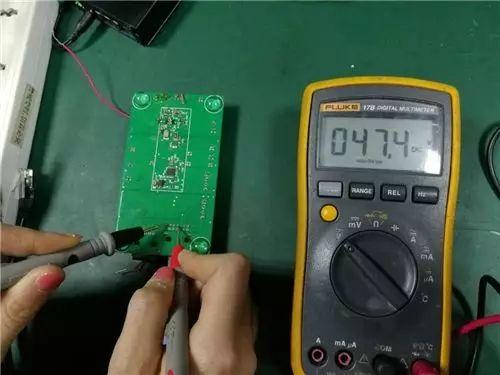 万用表检测POE电压